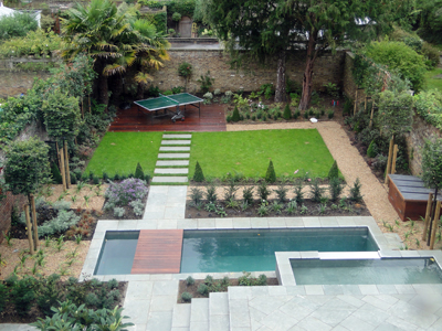 Contemporary garden design london contemporary town for Plunge pool design uk