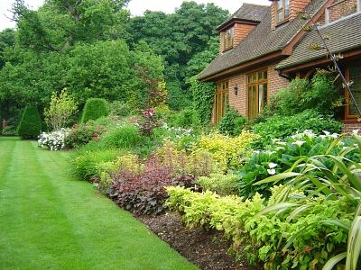Soft landscaping design surrey large garden design surrey for Large garden ideas